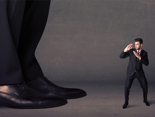 スーツに違和感ナシ!急な来客でも慌てない「オフィスサンダル」