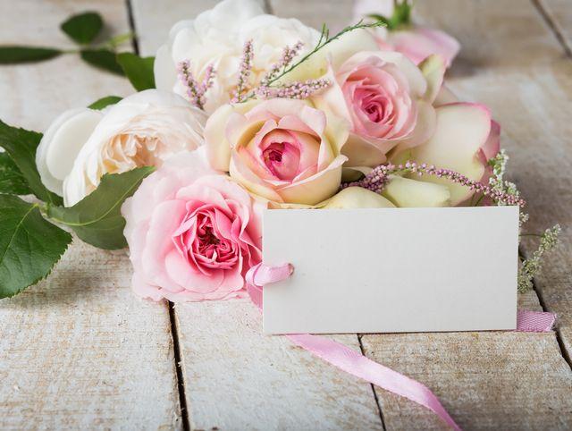 メッセージカードと花束