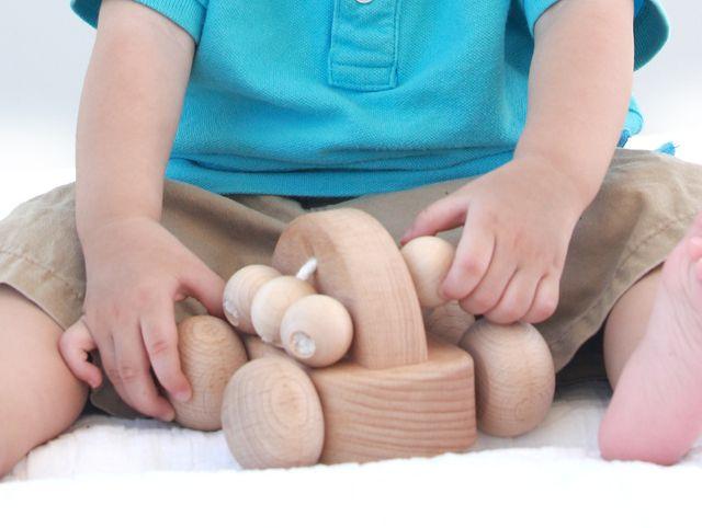 優しい手触りと木のぬくもり『天然木のおもちゃ』