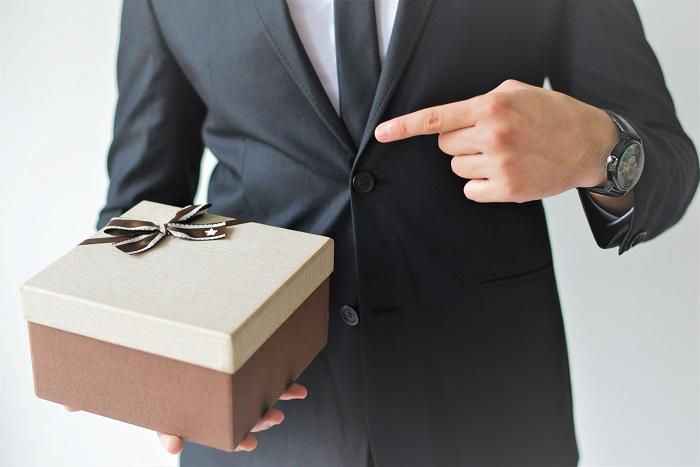 就職祝いのお返しに人気のプレゼント5選!贈り物マナーや相場も紹介